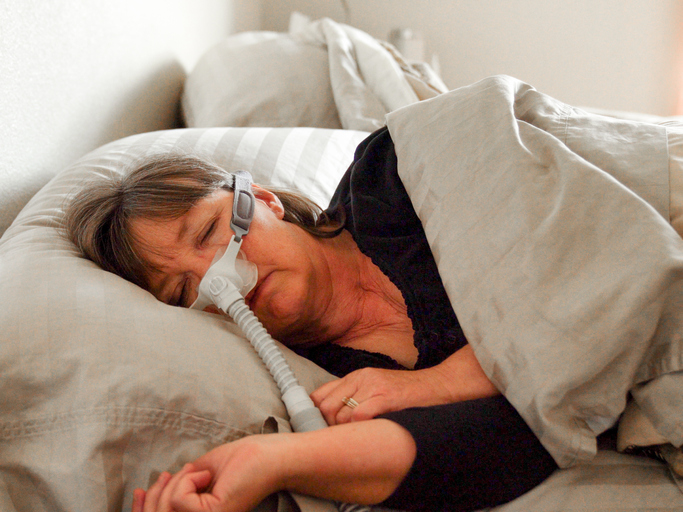 How to Sleep With a CPAP Machine